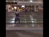 Это норма!) Балетные в аэропорту