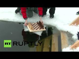 В Екатеринбурге моржи готовятся к чемпионату по шахматам в ледяной воде