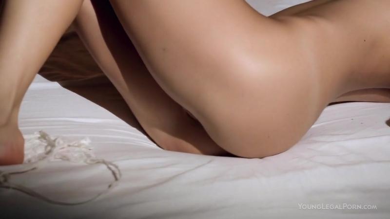 YoungLegalPorn Guerlain: Молодая украинка раздевается на камеру (Секс, 720 HD Порно, нежное порно, эротика, Узенькая киска)