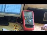 слепой работает с измерителем rlc метр ut612