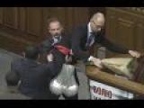 Яценюк vs Барна - детальное видео драки в Верховной Раде Украины