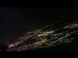Ночной заход самолетов на посадку с видом из кабины пилотов. Посадка в Москве, Россия