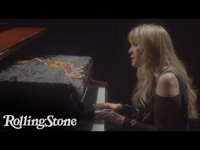 Stevie Nicks Performs Never-Before-Seen Version of Gypsy