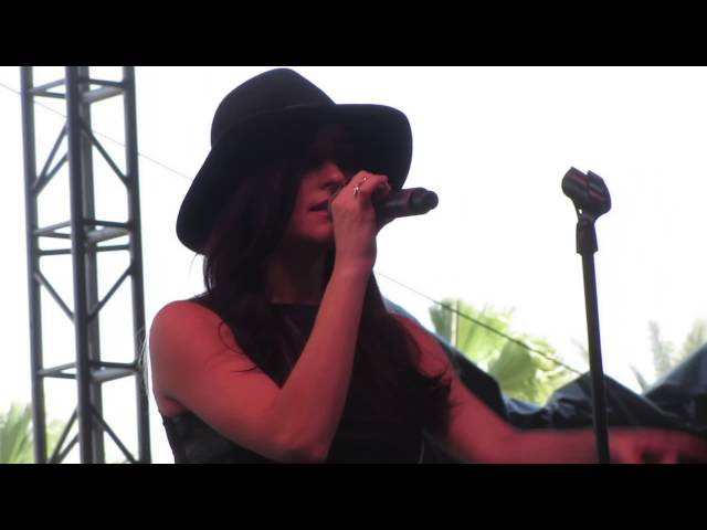 Banks - Are You That Somebody ( Aaliyah cover ) - Live @ Coachella Festival 4-12-14 in HD