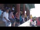 Буддисткий храм в парке пекина, с видом на запретный город