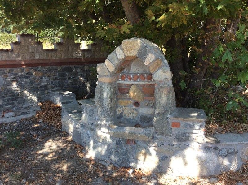 Источник по дороге в монастырь Ксенофонт