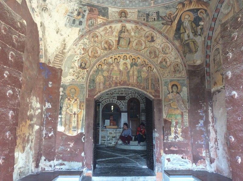Фрески главного входа монастыря Дохиар