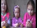 Девочки Ладушки открывают киндер сюрпризы для девочек на русском языке