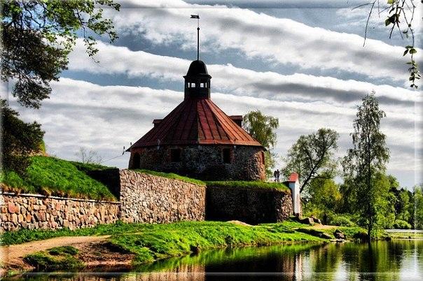 """В крепость Корела в городе Приозерске можно приехать с базы отдыха """"Заветное"""""""