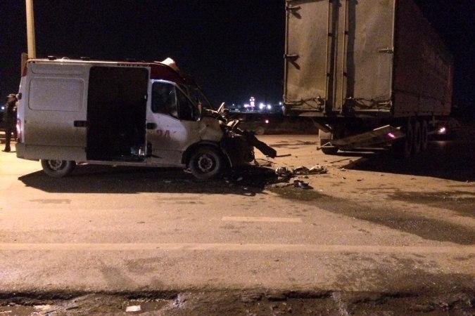 На трассе «Ростов-Таганрог» в аварии погиб 28-летний водитель Renault Master