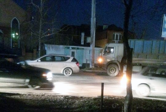 Вчера в Таганроге в районе Бакинского моста произошли сразу две аварии с участием большегрузов