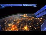 В полном одиночестве Ночью - видеозапись  полета мкс над землей