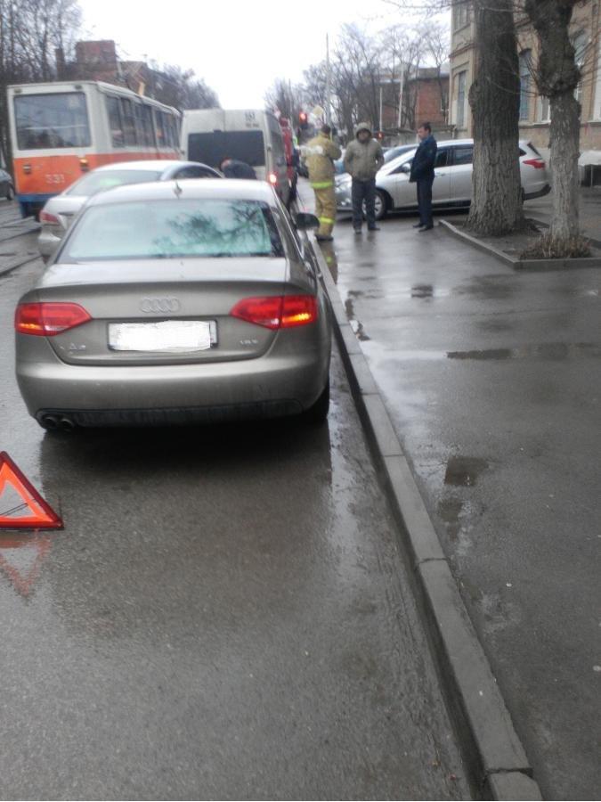 Вчера в Таганроге столкнулись Audi A4 и Ford Focus