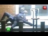 Нападение американского шпиона на полицейского вМоскве попало на видео
