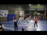 15-летний баскетболист с ростом 229cм не замечает соперников