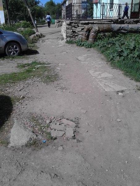 Жительница Азнакаевского района просит отремонтировать тротуар на улице Нефтяников — «Народный контроль»