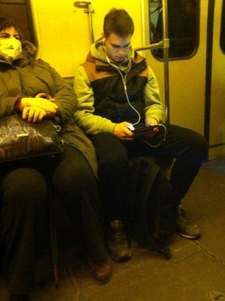 Ехали вместе в вагоне сегодня, в районе 13:40, до Чкаловской, обменивались взгля...