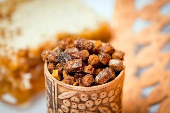Как лечиться медом, пыльцой и пергой