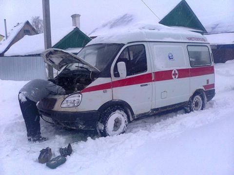 В Чистополе из-за нечищеных дорог в снегу увязла машина скорой помощи – «Народный контроль»
