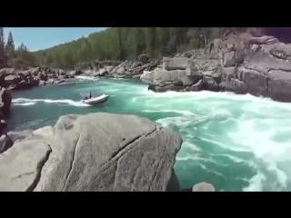 Леха давай, где Леха !!! - мужики отдыхают на реке с моторной лодкой
