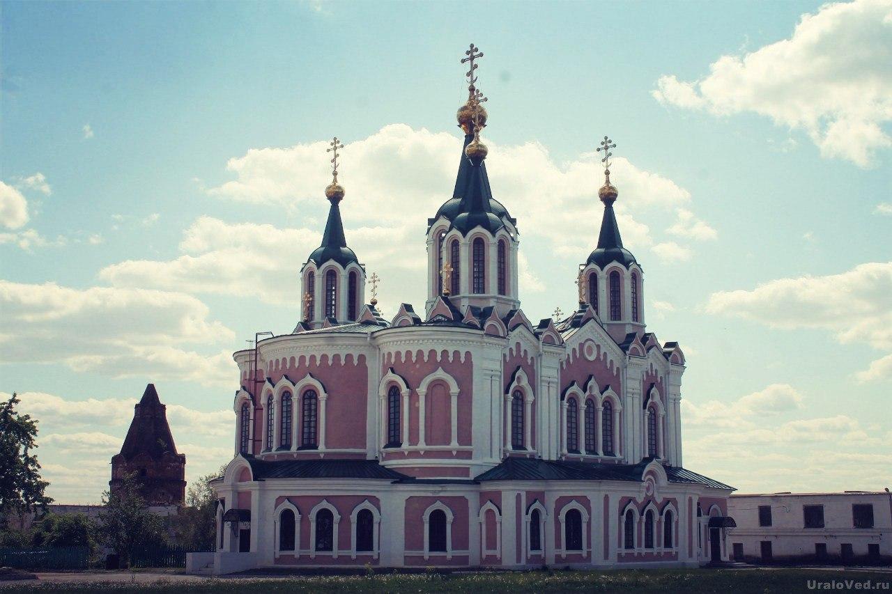 Церковь в Далматовском монастыре
