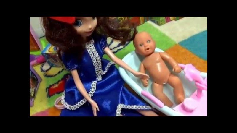Видео для девочек Катя с Максом купаются все в огромной пене Video for girls