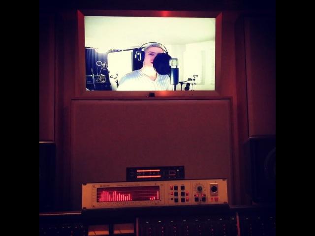 """Julian David on Instagram: """"Was einem am Ende des Tages nicht so alles einfällt ;-) Spaß bei der Nachtsession im Tonstudio 🎤 tonstudio spaß nacht session singer…"""""""