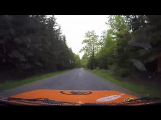 Камера отвалившись с ралийного авто засняла эффектный кадр во время аварии