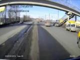 Маршрутка с пассажирами развалилась на части. ВИДЕО