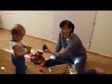 Развитие мелкой моторики. Шишки в деле. Ребенку 1 год. Развивающие игры для малышей.