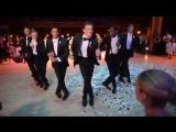 Свадебный сюрприз жениха для невесты: станцевал все ее любимые песни!