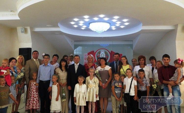 16 женщин награждены орденом Матери в Московском районе г.Бреста