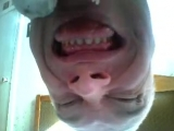 Супер Страшное лицо Рожа страшилка Прикол видео Так дедушка пугает ребят по вебке Вебка Веб камера чмо чувак