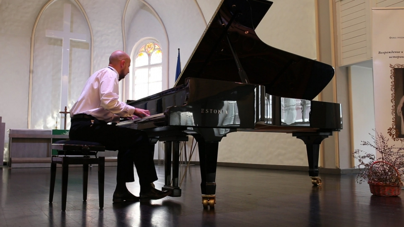 И. Брамс. Рапсодия h-moll, соч. 79, №1. Международный конкурс пианистов-любителей «Фортепианные мосты». Июль, 2015 г.