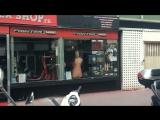 сегодня проезжал известный спортивный магазин Ниццы Fightershop,где покупают экипировки многие известные спортсмены Франции,и,ув