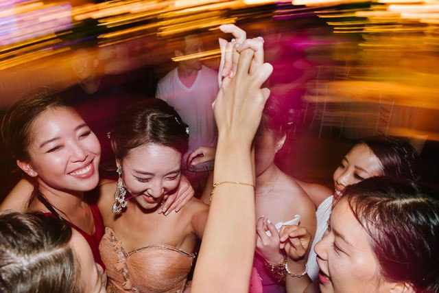 Ps0l0uHzhww - Свадьба Клемента и Клаудии (30 фото)