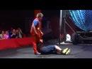 Клоун чуть не убил зрителя на сцене цирка: видео