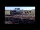 ДТ -75Б МОМЕНТЫ ИЗ ПАХОТЫ видео про гусеничный трактор