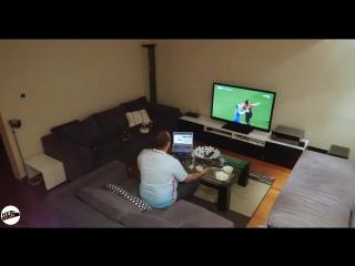 Milli maç izleyen kocasına televizyon kapatma şakası yapan kadın