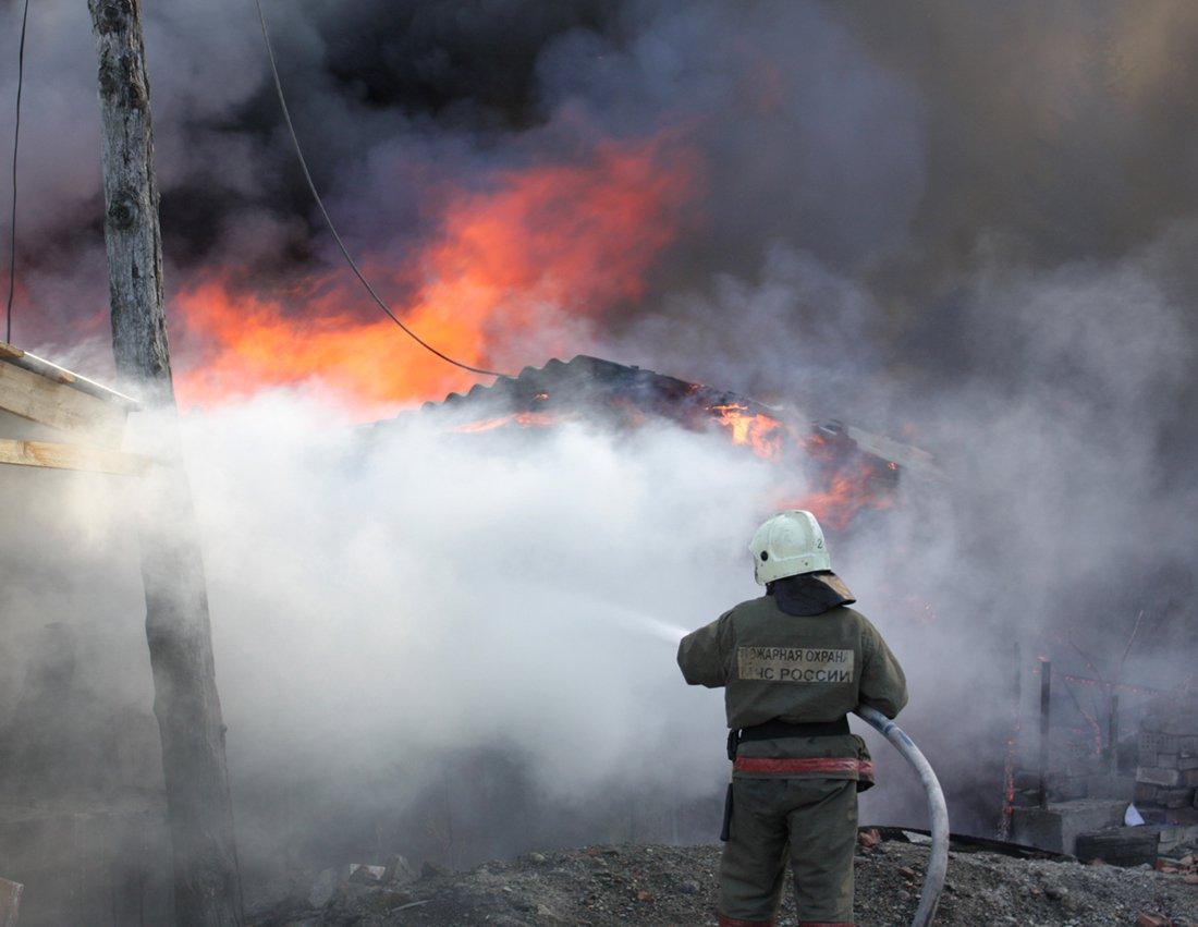 В Таганроге на Водопроводной горел частный жилой дом