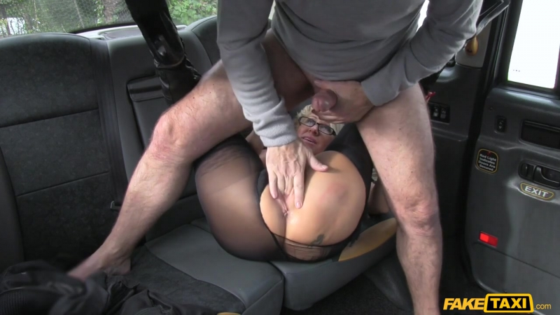 porno-onlayn-zrelaya-s-taksistom-smotret-porno-s-solidnimi-muzhikami