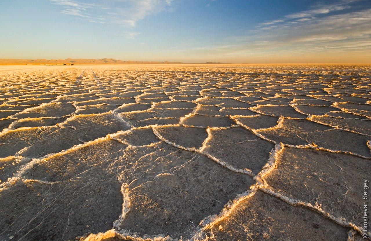 Закат на Солончаке Уюни в Боливии