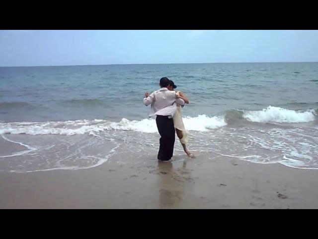 Tango en la Playa - Jhon Alex Camberos y Laura Toro - La Melodía del corazón - Edgardo Donato