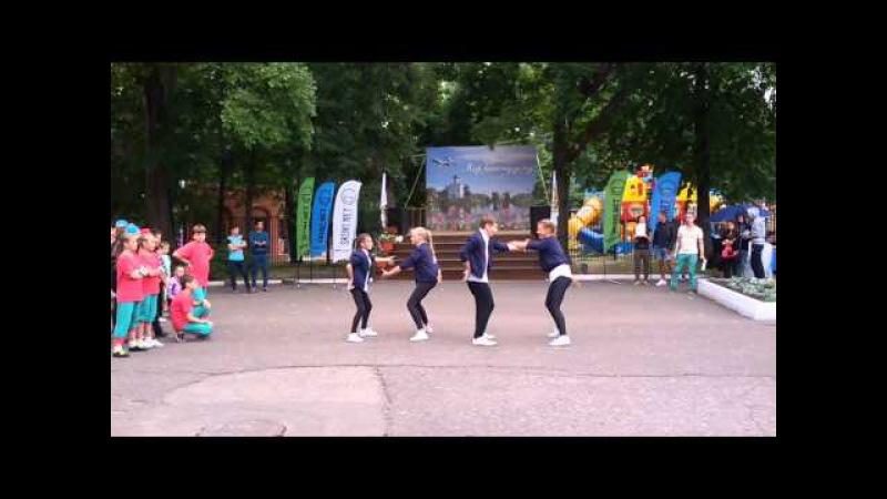 Уличные танцы в парке Белинского