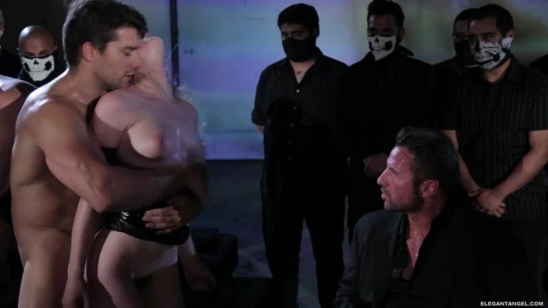куча мужиком ебут одну девку  (мжм групповуха порно GANG BANG BDSM)