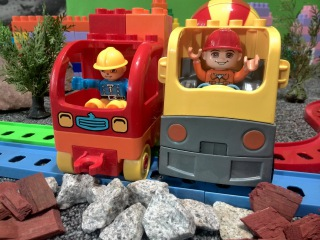 Про машинки. Мультики про паровозики и поезда. Авария на железной дороге. Лего мультик.