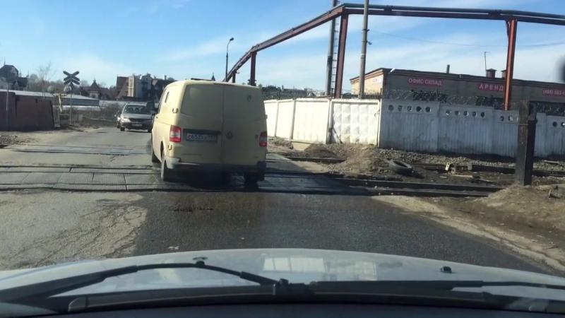 Вечно разбитый переезд на улице Акуловской
