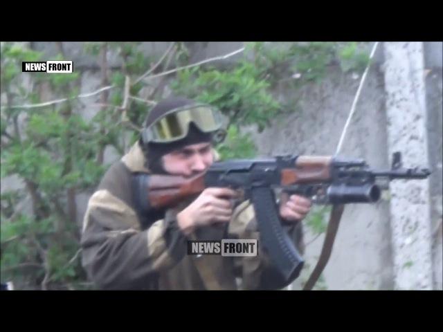 Бой в Авдеевке: На обстрел укропов из СПГ бойцы ДНР отвечают стрелковым оружием. ...