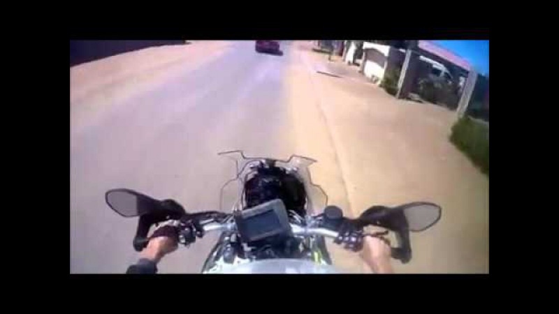 Fearless motorcycle cop goes Dirty Harry on bad guys in South Africa
