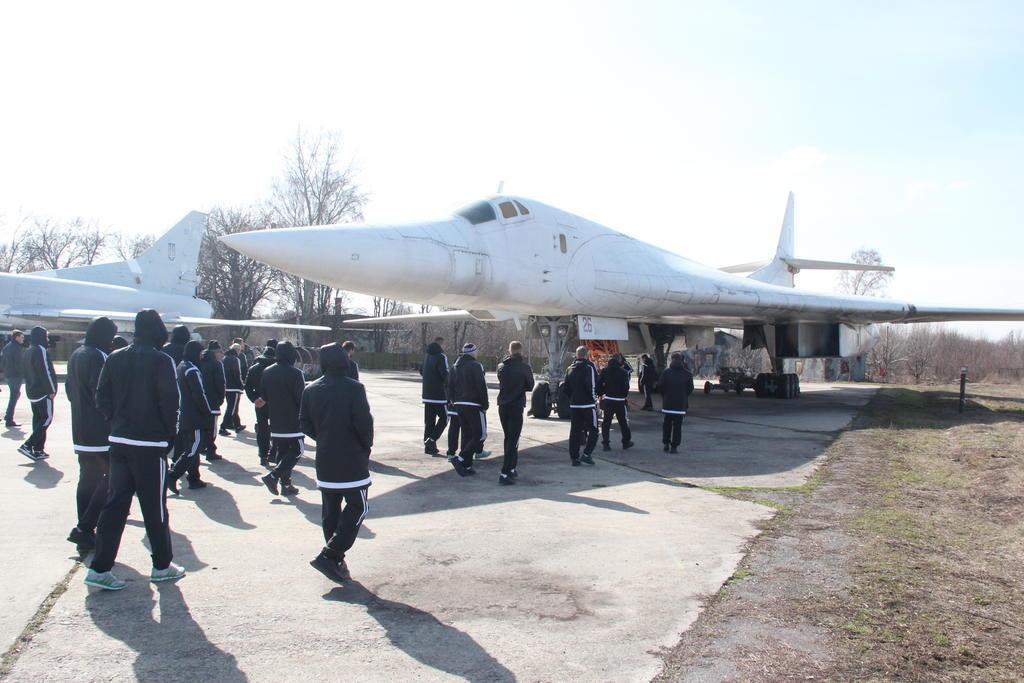 Футболисты Ворсклы посетили музей дальней авиации - изображение 7